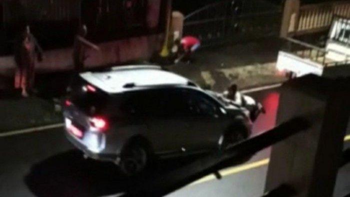 Video Viral, Perempuan Hadang Mobil Sampai Terseret, Lihat Suami Dengan Selingkuhan, Diduga Pejabat