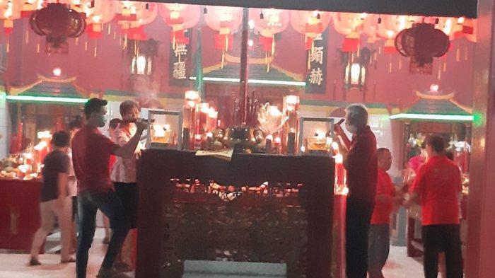 Peringatan Imlek di Purwakarta, Pengelola Kelenteng Budi Asih Batasi Jemaat Pakai Nomor Antrean
