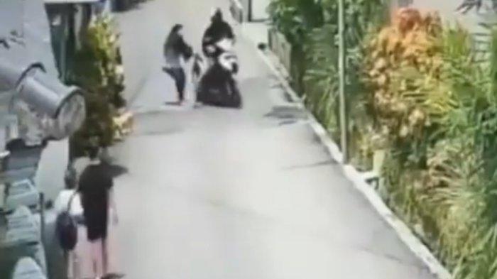 Polisi Cek Lokasi Penjambretan yang Terekam CCTV di Kota Bandung, Korban Sempat Terseret