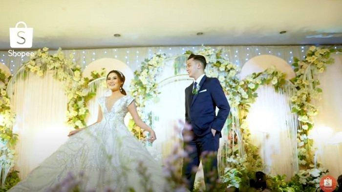 pernikahan Nella Kharisma dan Dory Harsa 3