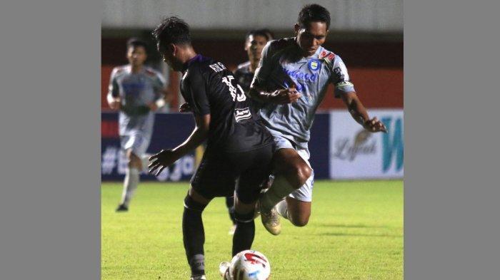 Persib Bandung vs Persita Tangerang di laga Piala Menpora 2021 di Stadion Maguwoharjo, Sleman, Yogayakarta, Senin (29/3/2021).