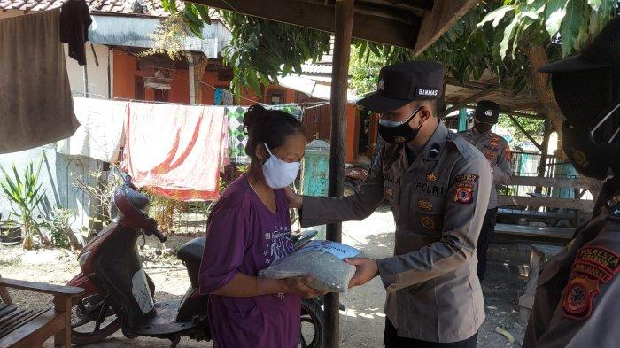 Hari Terakhir PPKM Level 3, Polresta Cirebon Salurkan 100 Paket Sembako di Desa Tegalkarang