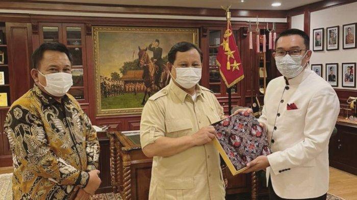 Ridwan Kamil Temui Prabowo Subianto dan Beri Hadiah Batik Desain Sendiri, Ini yang Dibahas