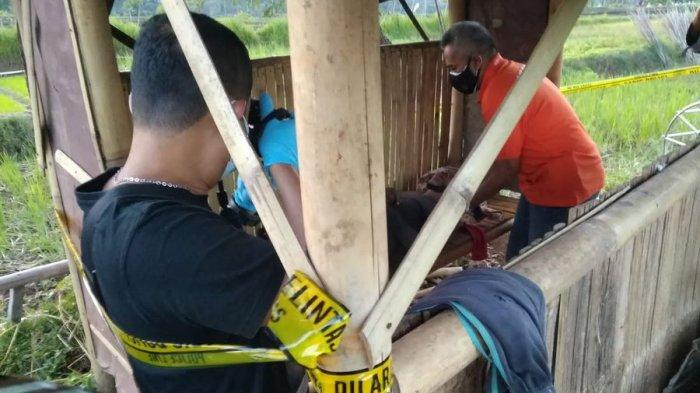 Petani bernama Sana (60) ditemukan meninggal di sebuah saung di Desa Cikadu, Kecamatan Nusaherang, Kuningan, Jawa Barat, Senin (12/7/2021).  (Eyo/Kesra Desa Cikadu Kuningan)
