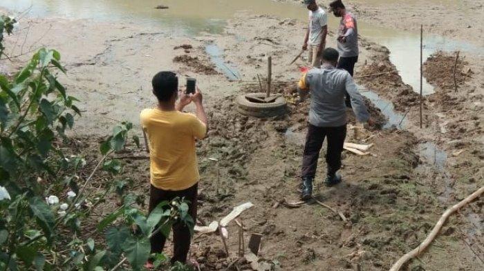 Petani di Indramayu Terkejut, Hendak Mengaliri Sawah Temukan Benda-benda Ini, Polisi Turun Tangan