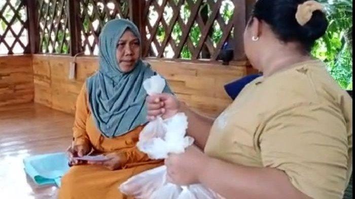 Peternak di Kota Tasik Bagi-bagikan Telur Ayam Akibat Harga Telur Anjlok dan Tak Laku Dijual