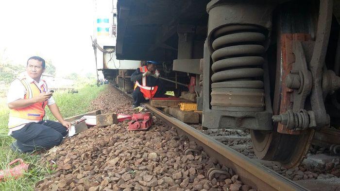 KA Serayu Anjlok di Ciamis, Puluhan Penumpang Selamat, Petugas Masih Berupaya Evakuasi Kereta