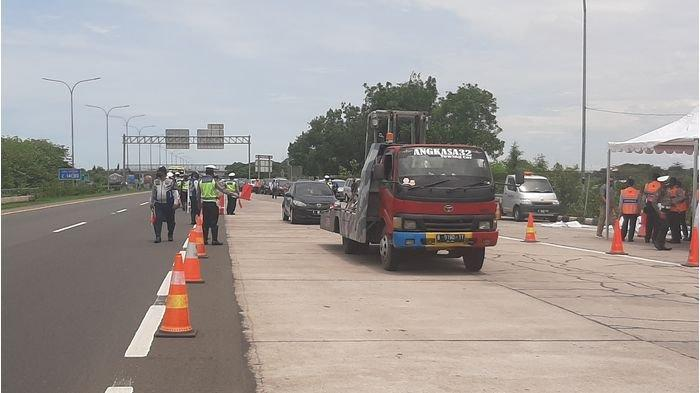 Polresta Cirebon Siagakan Personel di Titik Rawan Kemacetan Sepanjang Jalur Pantura