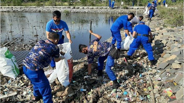 Ditpolairud Polda Jabar Ajak Masyarakat Cirebon Jaga Kebersihan Pantai dan Laut