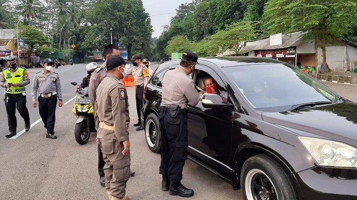 Mengira Petugas di Pos Penyekatan Libur, Pengendara Ini Berkendara Tanpa Bawa SIKM