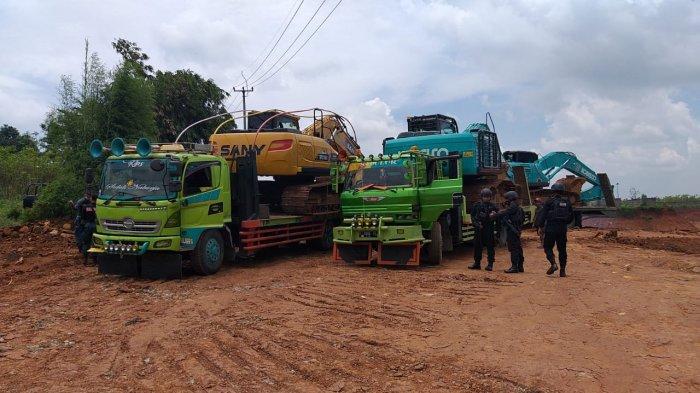 Petugas Gabungan Setop Aktivitas Galian C di Purwakarta, 2 Orang dan Puluhan Dump Truk Diamankan