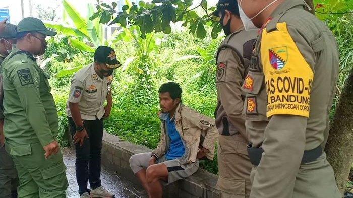 ODGJ yang Bikin Gubuk di Seberang Kantor Pemkab Bandung Sebut-sebut Ibu, Diamankan Satpol PP