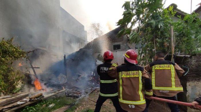 2 Rumah di Garut Terbakar dalam Waktu Bersamaan, Api Berasal dari Dapur, Kerugian Ratusan Juta