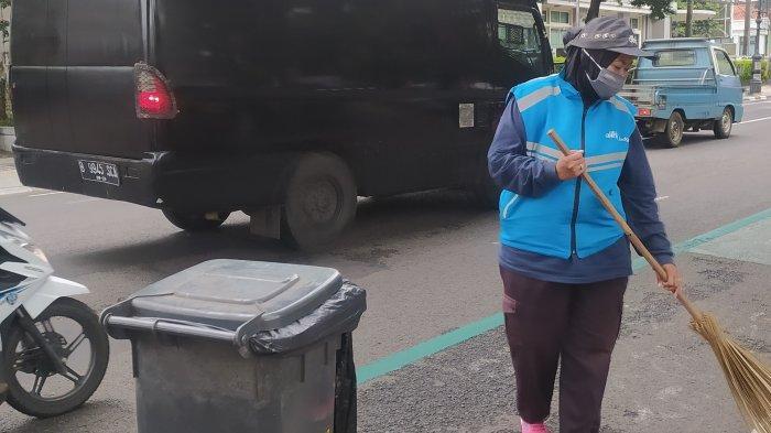 Ratusan Petugas Penyapu Jalan di Bandung Tak Kebagian Insentif Lebaran, Tahun Lalu Padahal Dapat