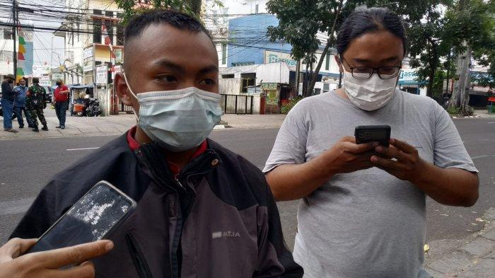 Petugas PMI Kota Bandung Andi Yoga Pratama saat di lokasi kejadian