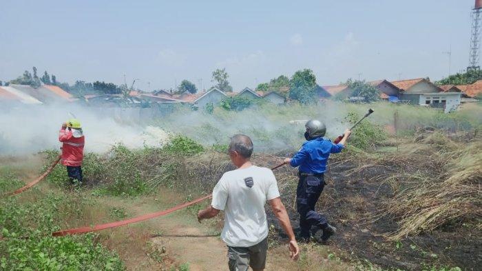 Gara-gara Petasan, Lahan Kosong di Dekat Tempat Relokasi Pasar Baru Indramayu Terbakar