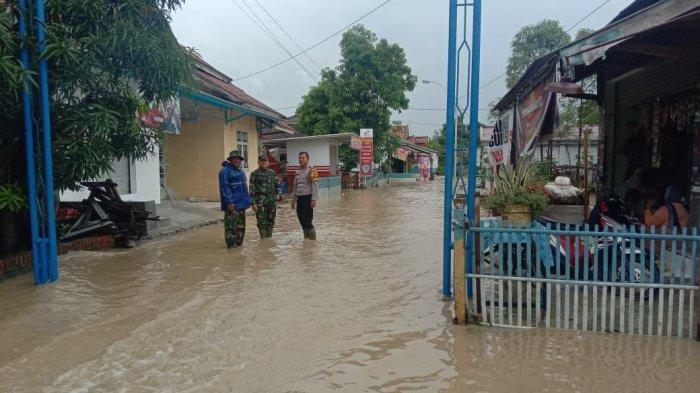 Hujan Deras Juga Akibatkan Dua Sungai Meluap dan Banjiri Pemukiman di Desa Bugel Indramayu