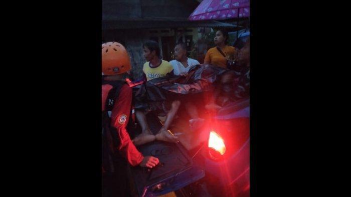 Lakukan Evakuasi, Petugas Temukan Dua Warga Meninggal Dunia di Tengah Banjir Indramayu
