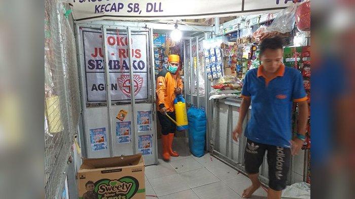 Disdagin Kabupaten Cirebon Semprot Disinfektan di 9 Pasar Tradisional