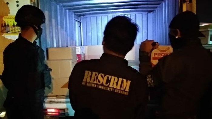 Timsus Maung Galunggung Polresta Tasik Gerebek Boks Pengangkut Miras Siap Edar di Kota Santri