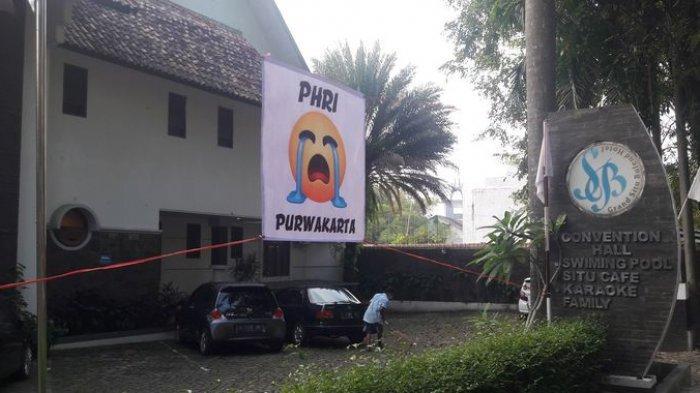 PHRI Purwakarta Pasang Bendera Putih Beremotikon Menangis, Imbas Omzet Berantakan Akibat PPKM