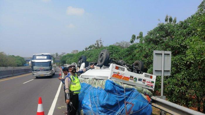 Pikap yang Disopiri Orang Bandung Terbalik di Tol Cipularang, Hari Ini Sudah Terjadi 3 Kecelakaan
