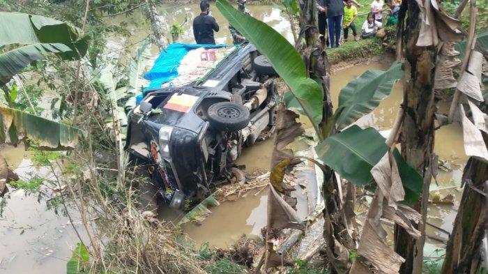 Kecelakaan Tunggal di Rajapolah Tasik, Mobil Pikap Terjun ke Sawah, Sopir Terhimpit di Ruang Kemudi