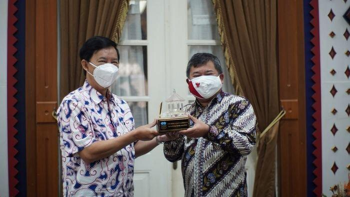 Bagikan 10.000 Masker dan Disinfektan, Hotel Santika Garut Bersyukur Usia 3 Tahun
