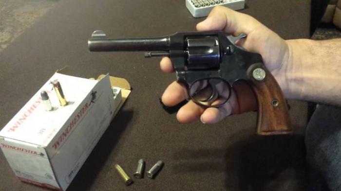 ILUSTRASI: pistol colt police positive revolver 38 special