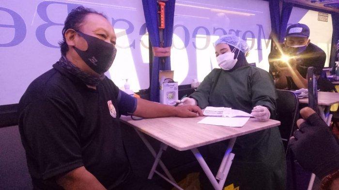 Upaya Akhiri Pandemi, Ratusan PKL di Kawasan Gunung Tangkuban Perahu Jalani Vaksinasi Covid-19