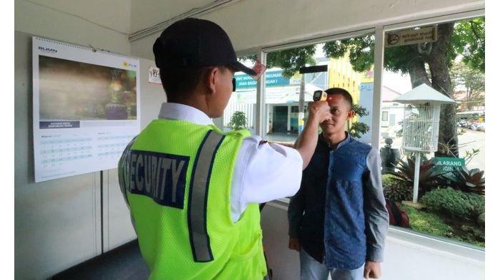 Cegah Virus Corona, Pegawai PLN Lakukan Cek Suhu Tubuh 2 Kali Sehari