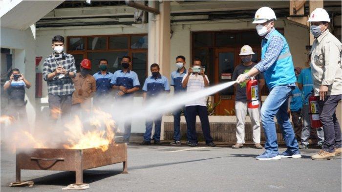 Berkomitmen Wujudkan Zero Accident, PLN UID JABAR Adakan Simulasi Peralatan Proteksi Kebakaran