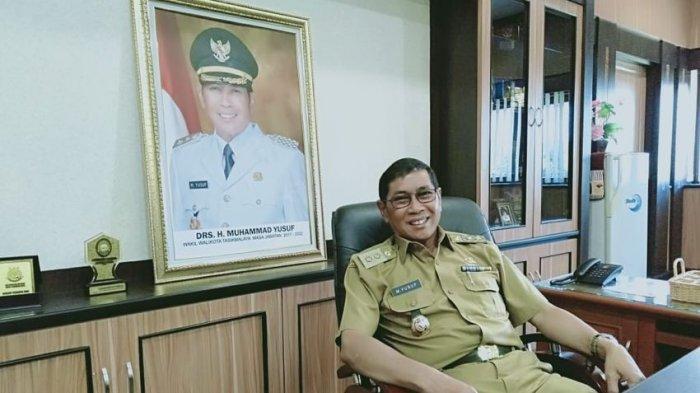 Plt Wali Kota Tasikmalaya Muhammad Yusuf di ruang kerjanya