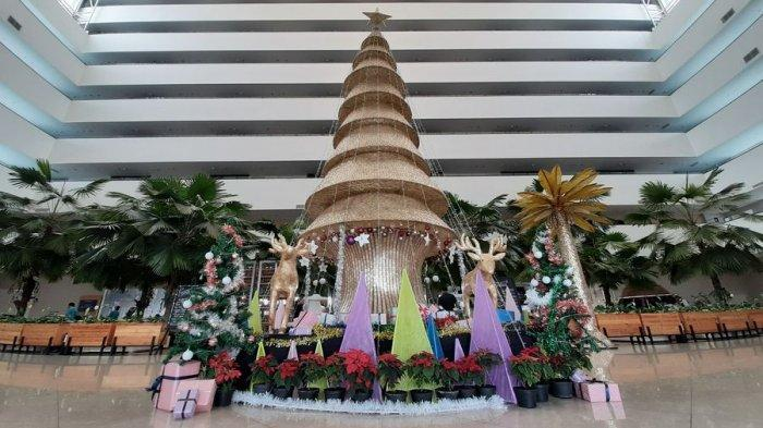 Keren, Pohon Natal di Aston Cirebon Terbuat dari Kerajinan Kulit Kerang