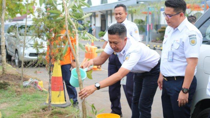 Lewat Pesona Pohon Tabebuya, PT KAI Ingin Ubah Stasiun Jatibarang Indramayu Bak Negeri Sakura