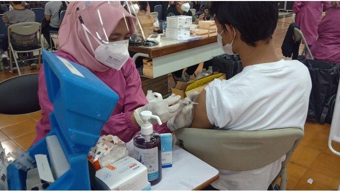 Politeknik Negeri Bandung Mengadakan Vaksin Massal