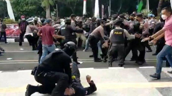 Polisi banting peserta demo di HUT Tangerang