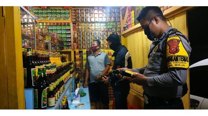 Dalam Semalam, Petugas Amankan 50 Botol Miras dari 3 Kecamatan di Majalengka