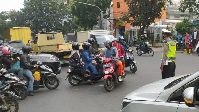 Vaksinasi Covid Massal di Sudirman Grand Ballroom Bandung Arus Lalu Lintas di Jalan Sudirman Padat