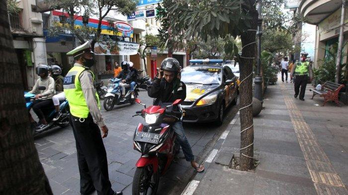 Tak Pakai Masker Siap-siap Didenda Rp 150 Ribu, Berlaku Juga untuk Warga Luar yang Sedang di Jabar