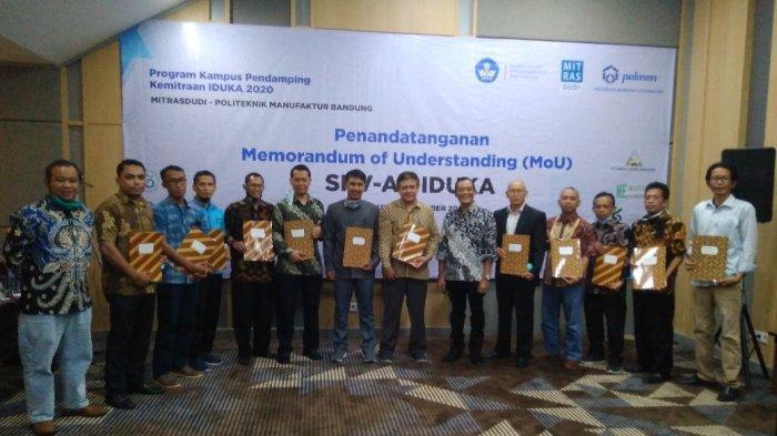 Politeknik Manufaktur (Polman) Bandung menandatangani nota kesepahaman atas enam Satuan Pendidikan Vokasi Afiliasi (SPVA) yang didampingi oleh Polman Bandung dengan sejumlah mitra Industri dan Dunia Kerja (IDUKA).