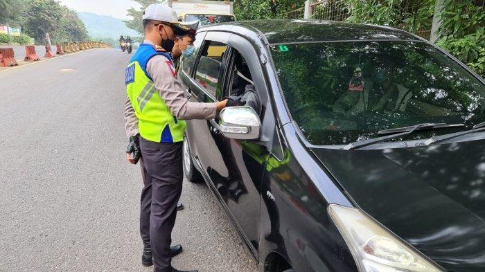 6.164 Kendaraan Diperiksa di Pos Penyekatan Purwakarta, Petugas Siaga Arus Balik