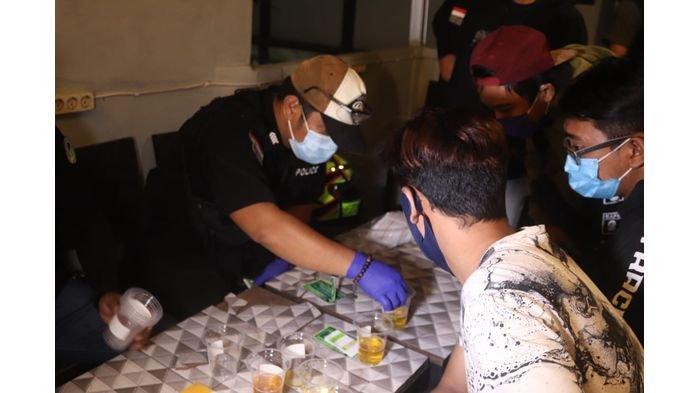 Gelar Patroli dan Tes Urine di Tempat Nongkrong, Polisi Dapatkan Pengunjung yang Positif Narkotika