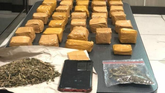 Polisi Tangkap Pengedar Narkoba di Sukabumi, Amankan 34 Bungkus Paket Ganja