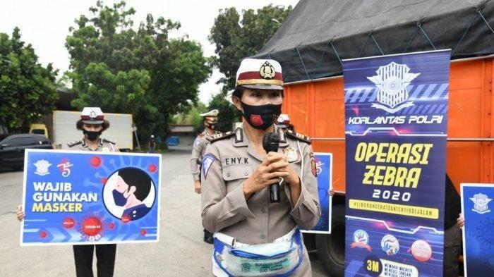 Anggota Polwan Korlantas Polri Ini Lakukan Cara Unik Saat Operasi Zebra dan Kampanye 3M