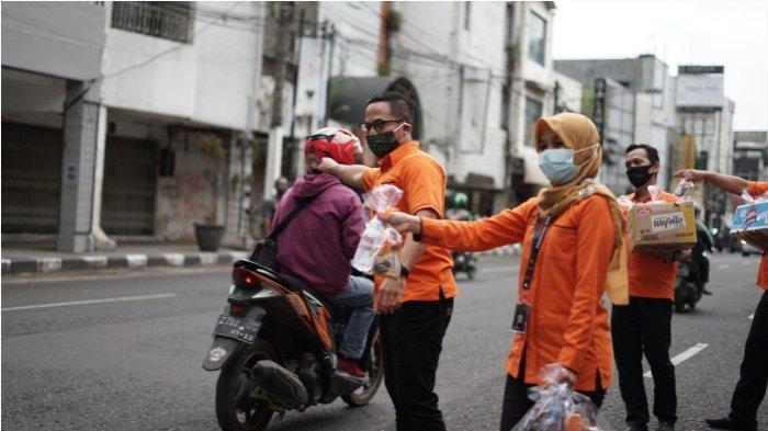 Pos Indonesia Berbagi Jutaan Takjil Gratis  pada Program  POSweet Ramadan Kebaikan Pasti Sampai
