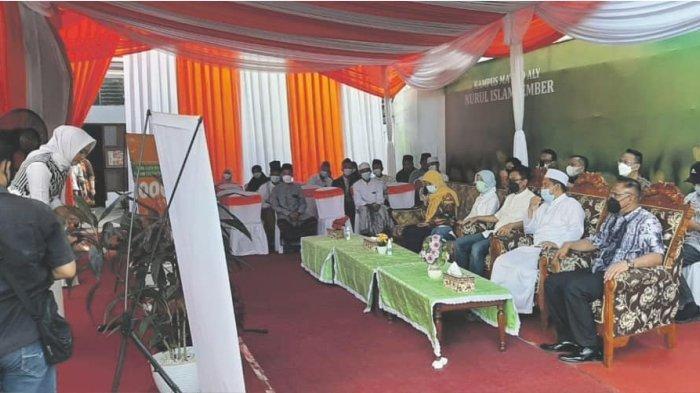 PT Pos Indonesia (Persero) melakukan soft launching Agen Pos berbasis pesantren di Jember, Jawa Timur. Program ini sebagai langkah Pos Indonesia mengembangkan ekonomi kerakyatan.
