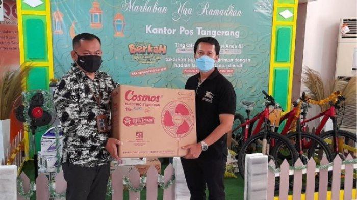 Pelanggan PT Pos Indonesia (Persero) mendapatkan hadiah langsung dari program Berkah Ramadhan, #Kebaikanpastisampai yang berlaku hingga 12 Mei 2021. Pelanggan hanya cukup menunjukkan tiga resi kiriman di hari yang sama untuk mendapat kesempatan mengambil hadiah langsung di fishbowl.