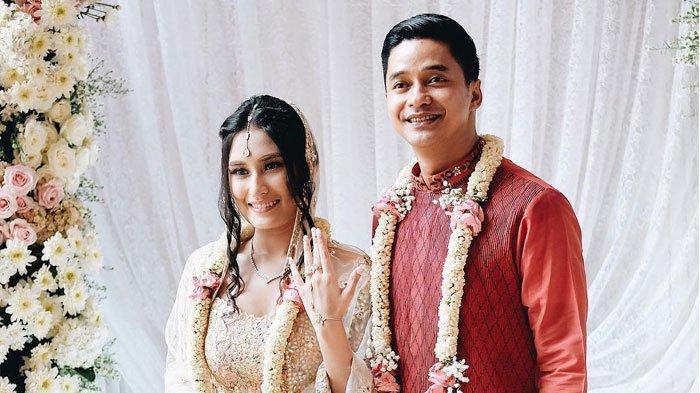 Foto-foto Pernikahan Adly Fairuz dan Angbeen Rishi yang Bikin Penasaran, Ganteng dan Cantik Banget