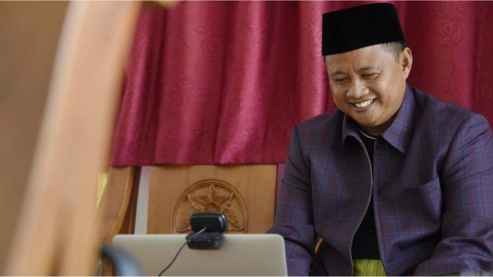 Wagub Jabar Uu Ruzhanul Ulum saat menghadiri JAPRI (Jabar Punya Informasi) via konferensi video dari Kabupaten Tasikmalaya, Jumat (4/6/2021